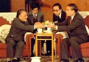 """邓小平为什么送给纽交所董事长一张""""小纸片""""?"""