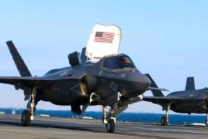 """搭载英F-35B战机 英航母宣称开启""""里程碑式远航"""""""