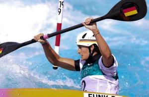 皮划艇男人急流盘旋决赛 德国选手冯克取得金牌