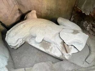 北京正阳桥遗址考古发掘出土一具镇水兽