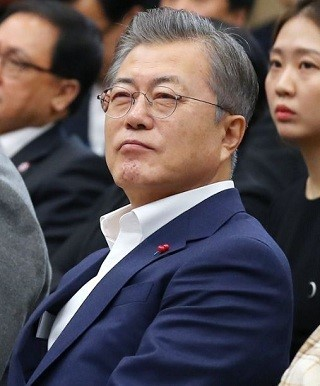 A netizen in Korea threatened to assassinate moon Jae in the US: police intervention in US ARMY PISTOL