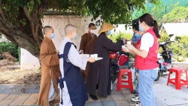 厦门佛教界主动融入社区 投入疫情防控歼灭战