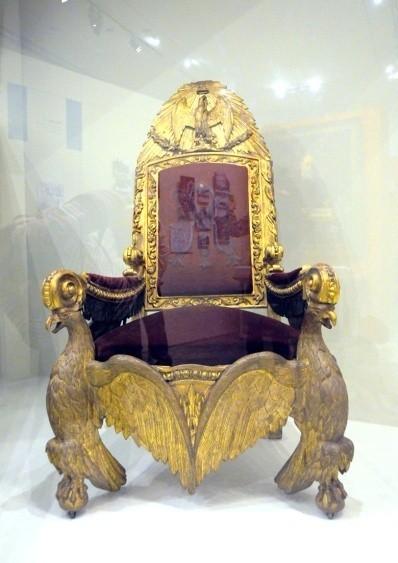 19世纪中叶时期的总统座椅(木雕,金线绣丝绒)