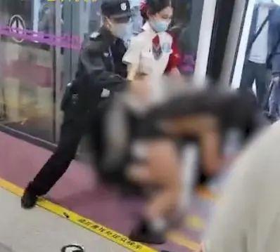 工人日报:拖拽女乘客至衣不蔽体 让文明法治蒙羞
