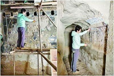 赵莉在克孜尔石窟里调查壁画情况。资料照片