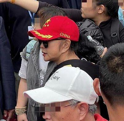 66岁刘晓庆未修照曝光 皮肤暗黄松弛反差大
