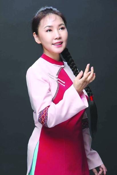方琼饰演歌剧《红珊瑚》中的珊妹。