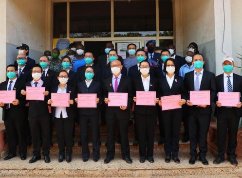 几内亚比绍为第17批中国医疗队颁发荣誉证书
