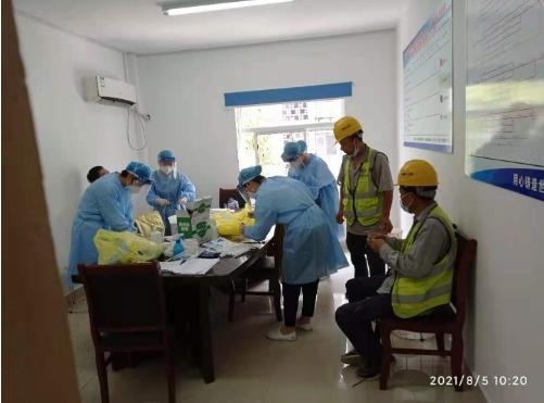 马鞍山老旧小区整治改造项目组织作业人员进行全员核酸检测