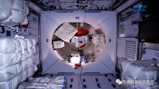 航天员将在轨工作生活3个月 开展长时间出舱活动