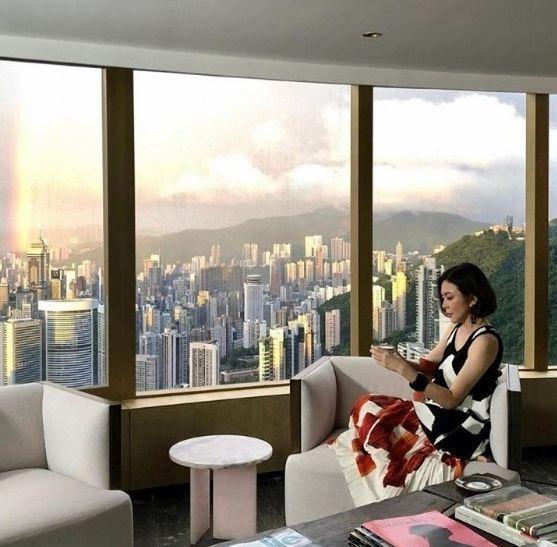 圈内富婆!关之琳上亿豪宅曝光 可俯瞰维港美景