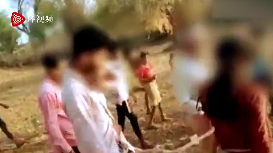 遭强奸后,印度16岁女孩和加害者捆在一起游街