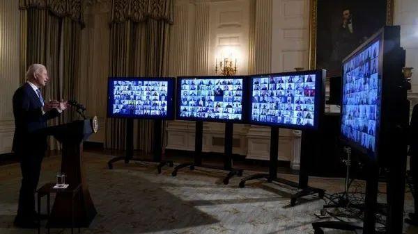 ▲拜登1月20日在白宫国家宴会厅对政府职员发表线上讲话。(美联社)