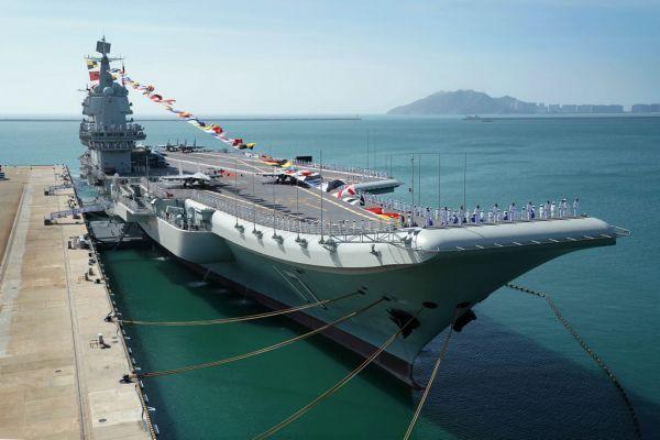 2019年12月17日,我国第一艘国产航空母舰山东舰在海南三亚某军港交付海军。新华社