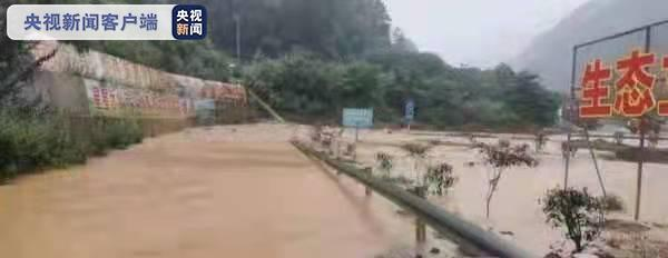 泥沙冲入收费站匝道 暴雨致巴陕高速关坝站关闭