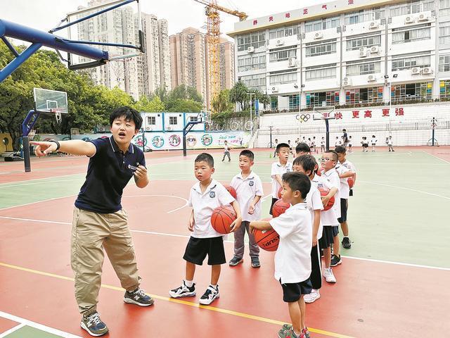 """""""双减""""实施50天 广州学校一些家长反应校内拓展课程只能体验蜻蜓点水"""