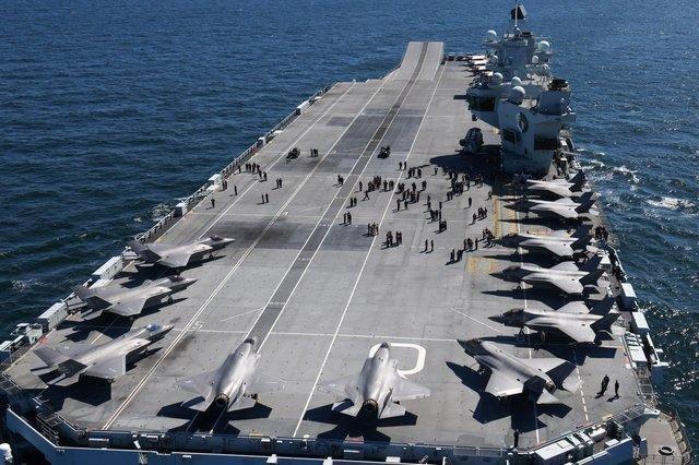 """△搭载F-35隐形战斗机的英国""""伊丽莎白女王""""号航空母舰资料图"""