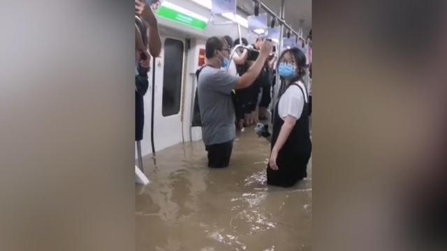 郑州地铁被困者讲述惊魂120分钟