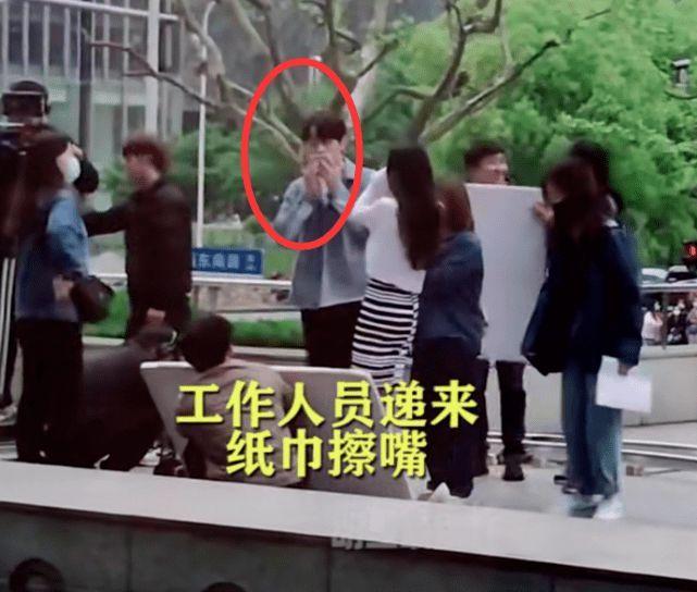 杨幂与小9岁许凯拍吻戏 结束后男方3次拿纸擦嘴