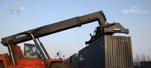格库铁路开通满月 | 新疆铁路南通道作用显现 助推南疆地区经济发展进入快车道