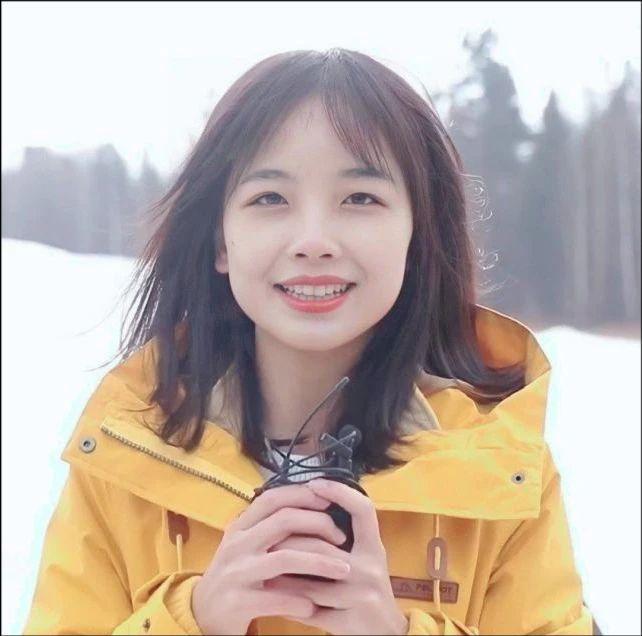 """央视女记者王冰冰首度回应爆红 打破了普普通通的""""社畜""""生活"""