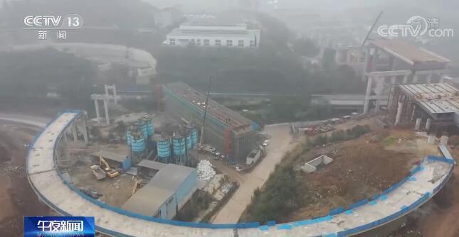 重庆:防疫不懈怠 工地过年也有家般温暖