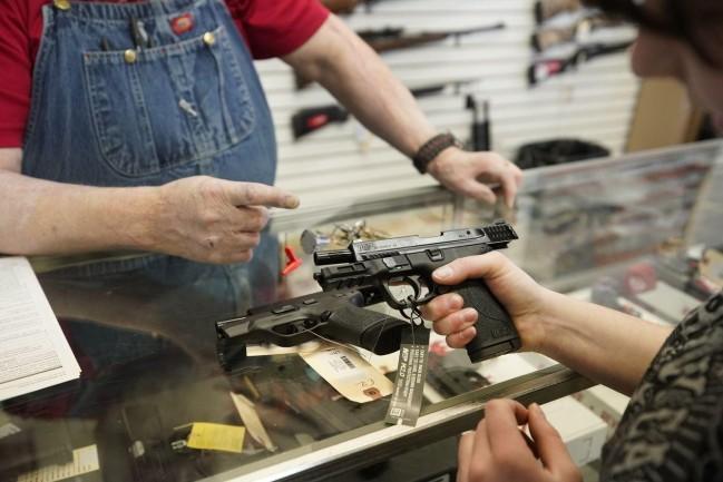 """拜登称枪支暴力在美国是一种流行病 先查""""幽灵枪"""""""