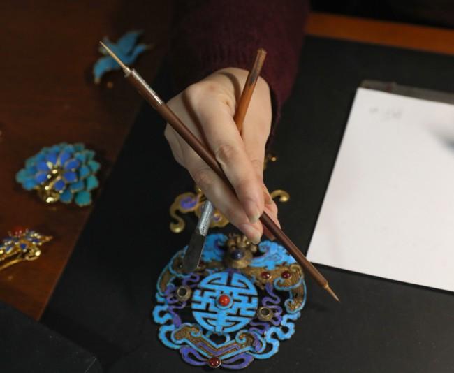 """独特的""""笔"""",一头是狼毫,一头是牙签。新京报记者 王远征 摄"""