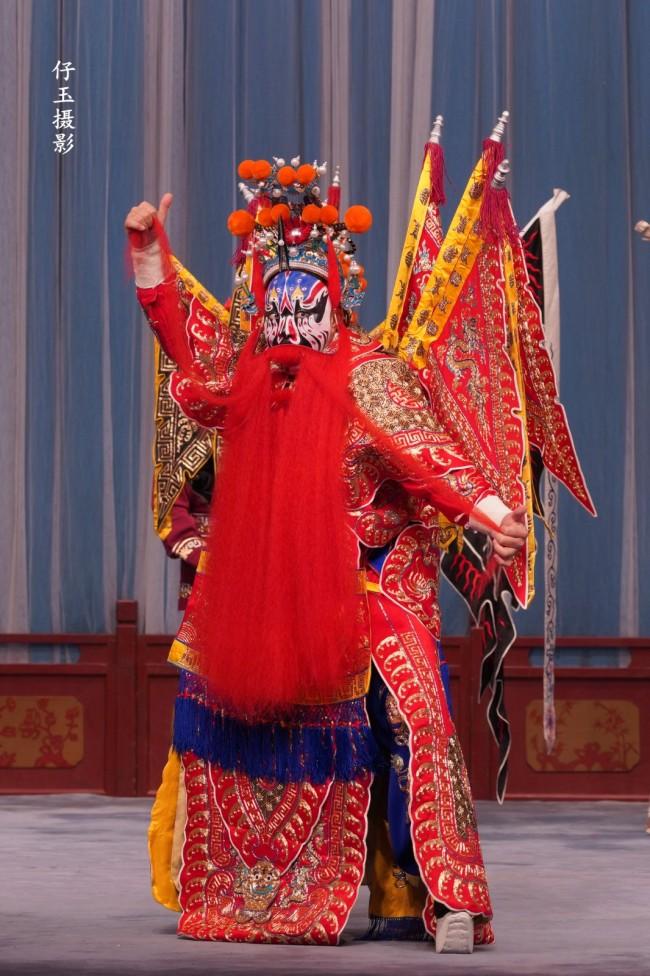 舒桐在京剧《取洛阳》的马武扮相
