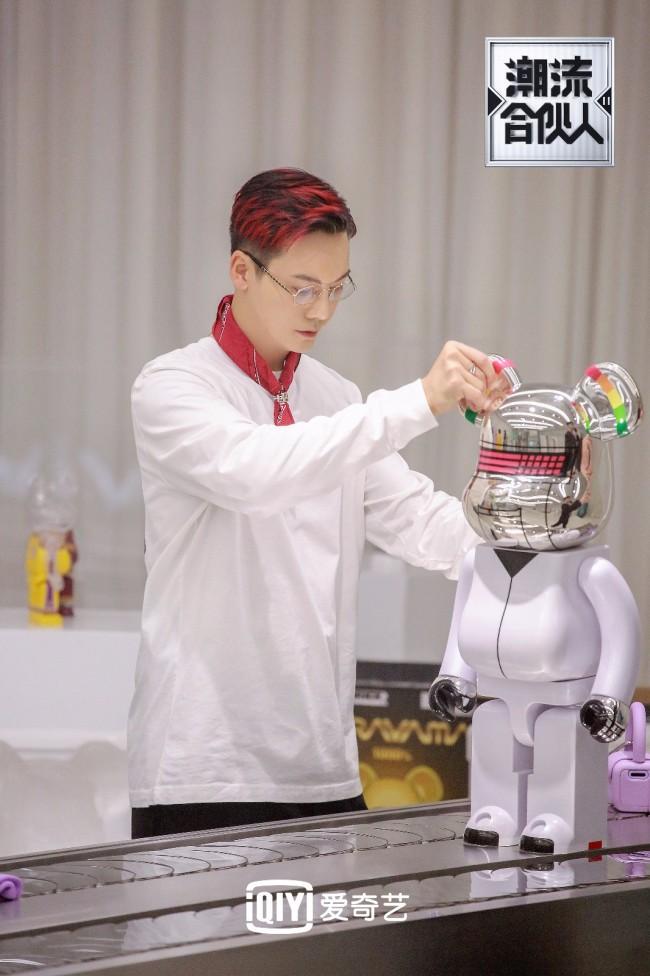 《潮流合伙人2》首营业 陈伟霆自制麻辣咖啡引热议