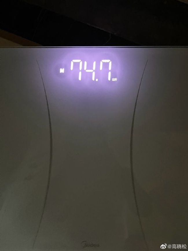 高晓松狂减30多斤瘦到标准体重 被路人认成吴亦凡