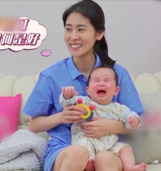 张碧晨带娃综艺片段被扒 温柔细致尽显母性光环