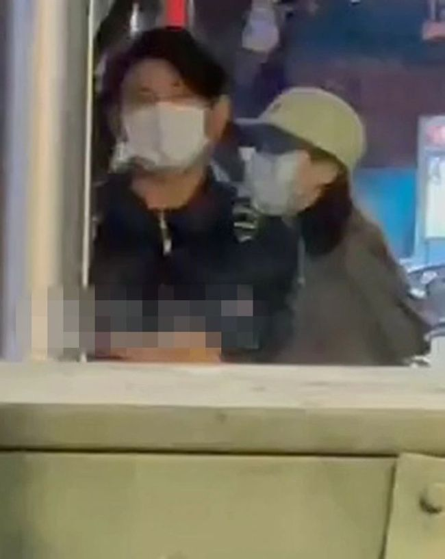 吴奇隆牵刘诗诗街头甜蜜约会 霸气护妻超Man