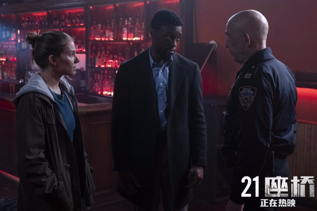 《21座桥》曼哈顿封锁正片片段 上映首周口碑爆棚