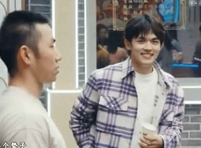 张雨绮与95后绯闻男友录综艺 假装不认识害羞甜笑