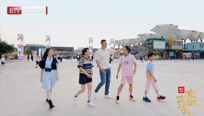 《京城十二时辰》蔡国庆父子挑战街头篮球