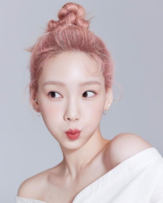 金泰妍淡妆清爽干净 粉色系造型尽显知性美