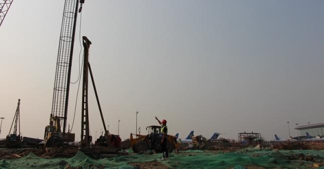 """广东机场集团为超过一千名留粤过年建设者送上暖心祝福 让员工在""""异地""""过好年"""
