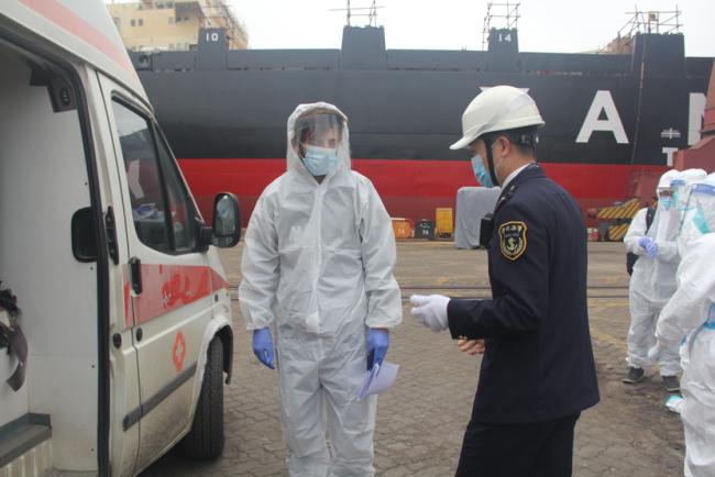 人命救助不分国界 广州海事部门紧急救助一名患病外籍船员