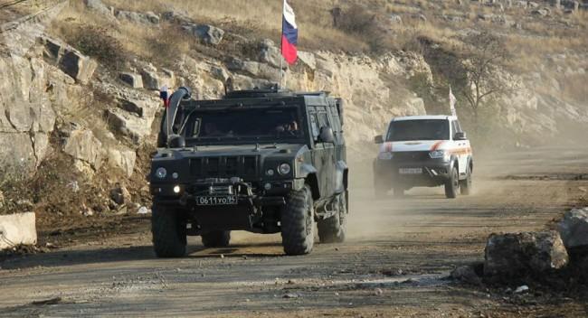 俄罗斯维和部队卡车在纳卡地区遇袭