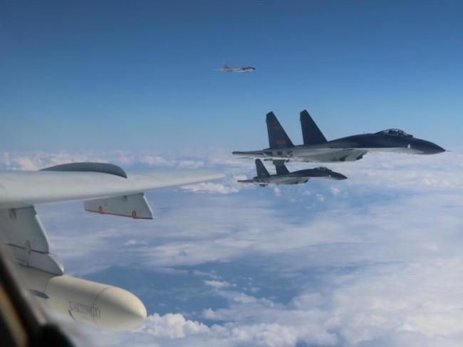 美分析师:解放军大机群到台湾周边 为实战做准备