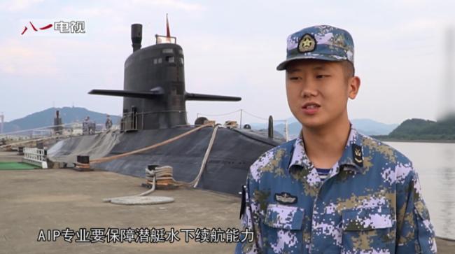 039潜艇更换电池画面首次曝光