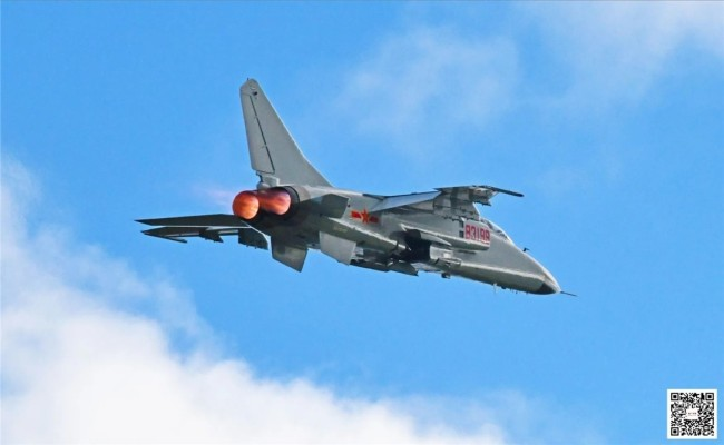 海军航空兵某旅开展多课目飞行训练