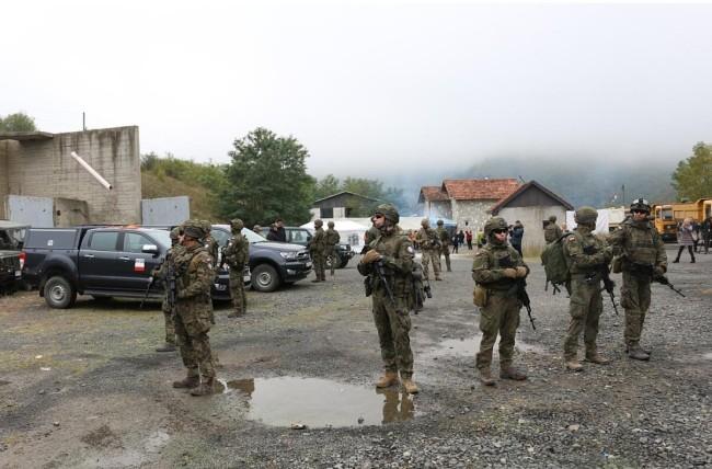 塞尔维亚与科索沃局势缓和 维和部队在边境巡逻