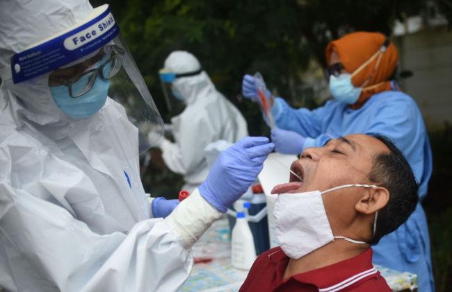 印尼总统佐科对全国直播接种中国新冠疫苗