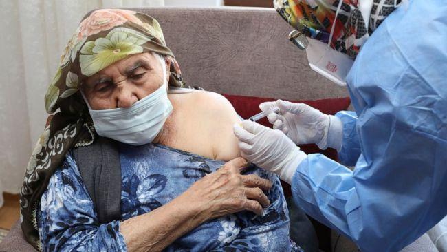 土耳其民众接种中国新冠疫苗(图:美联社)