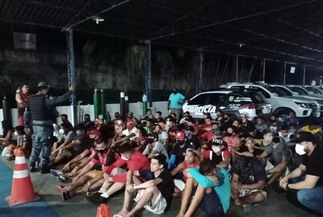 违反防疫宵禁令聚集看球赛 巴西亚马孙州63人被逮捕