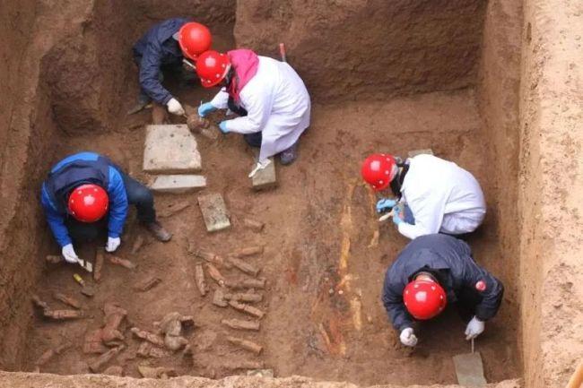 西安地铁8号线已发现古墓1356座