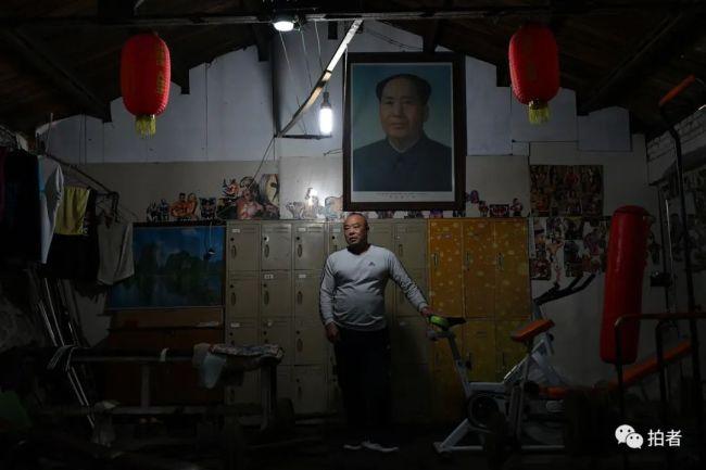 """63岁的徐伟和他的""""老炮儿""""健身房。"""
