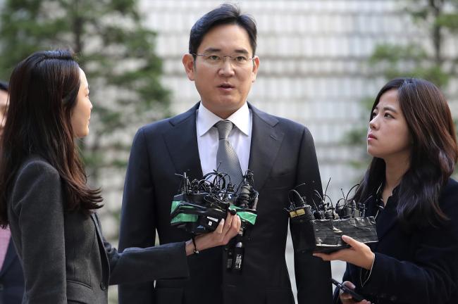 资料图:2019年11月,李在镕出庭受审。